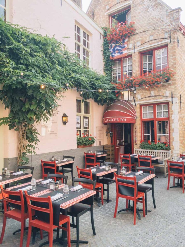 Cute Bruges restaurant with outdoor seating
