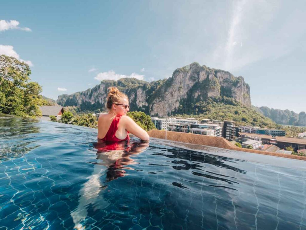 AVANI Aonang Cliff resort Krabi infinity pool